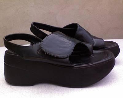 AKCIÓ! Lábujjas platform fekete szandál 39-es