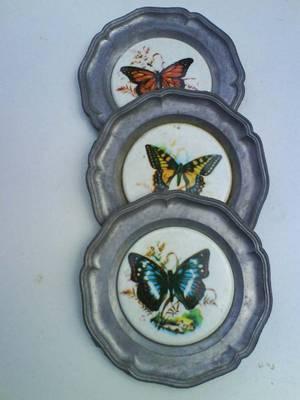 Három darab ón kistányér