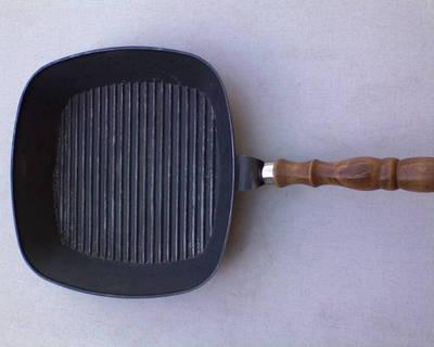 Vas négyszögű steak serpenyő