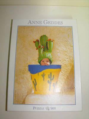 900 darabos ANNE GEDDES puzzle, kirakó