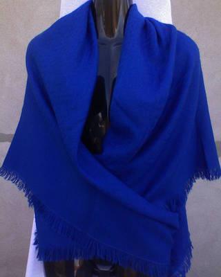 Nagy méretű vékony kék kötött kendő 117x120 cm