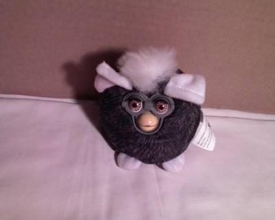 Furby plüssfigura (szürke)