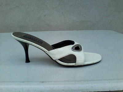 AKCIÓ! GIULIANA Fehér női papucs 39-es